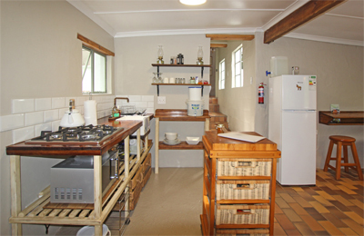 The fully equipped kitchen at Kingfisher Cottage near Plettenberg Bay allows you to cook and store food even for long stays. Self-catering Accommodation at its best.